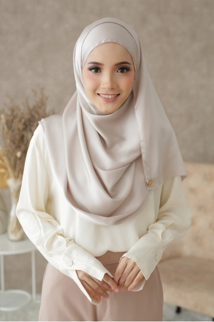 Tudung Dahlia Eyeslash Shawl in Nude