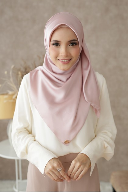 Tudung Dahlia Eyeslash Square in Candy Pink